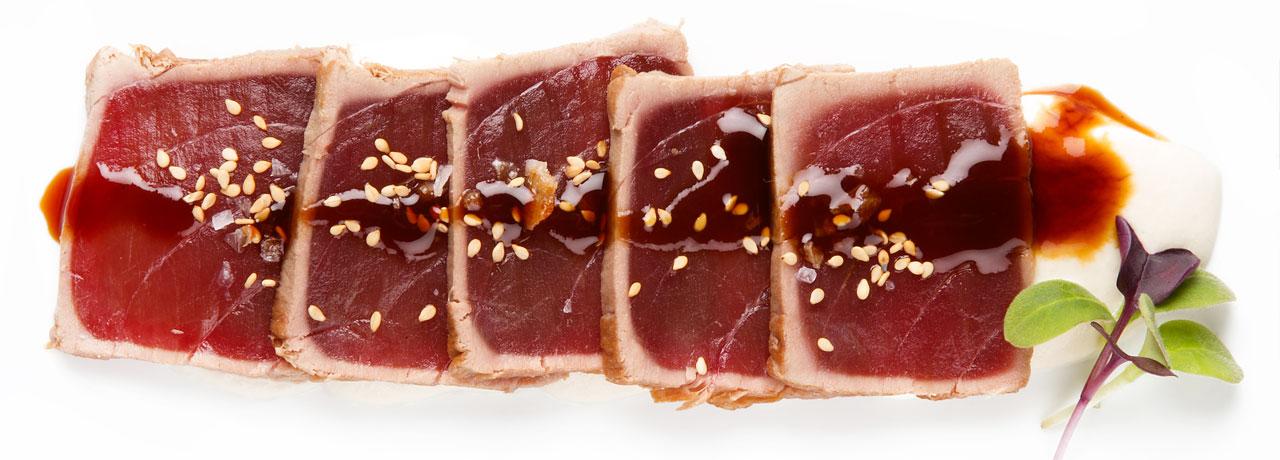 Tataki de lomo de atún rojo en la venta pinto